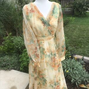 Lovely feminine floral vintage 1970's VTG dress